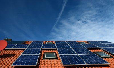 Solarpanele auf einem Dach