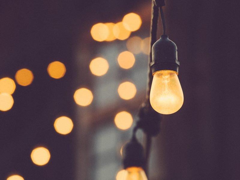 Glühbirnen an einer Lichterkette