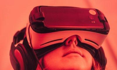 Kind hat eine Virtual-Reality-Brille auf