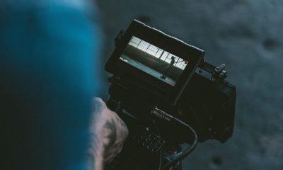 Mensch hält Kamera