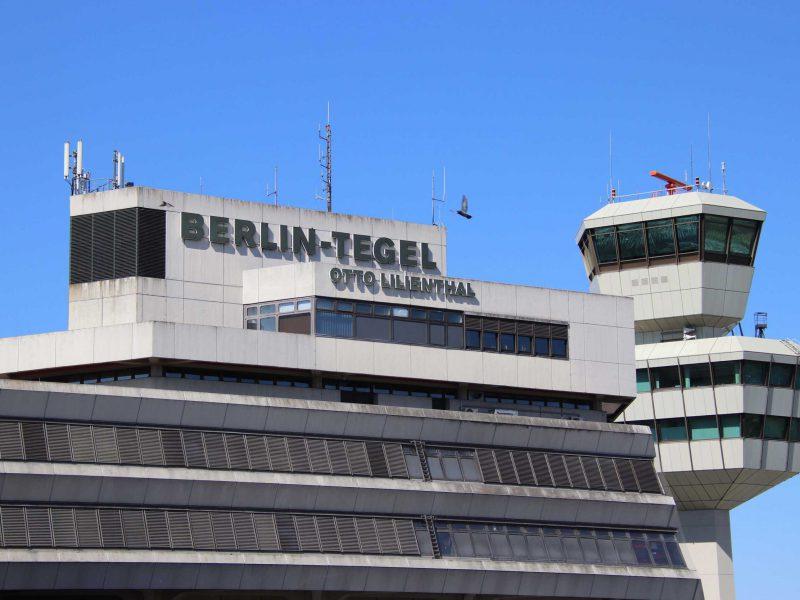 Nahaufnahme des Flughafengebäudes vom Flughafen Tegel
