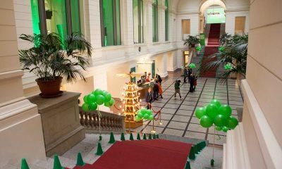 Auf dem Bild ist der Eingangsbereich des Abgeordnetenhauses zu sehen.