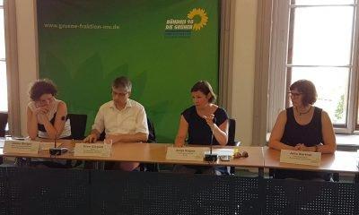 Auf dem Bild sing Ulrike Berger, Sven Giegold, Antje Kapek und Julia Barthel zu sehen.