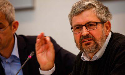 Das Foto zeigt Axel Vogel, während er redet.