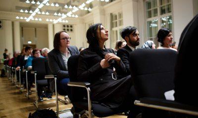 Auf dem Bild ist das Publikum des Hatun-Sürücü-Preises zu sehen.