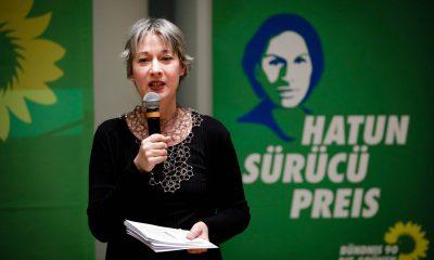 Auf Auf dem Bild ist Susanna Kahlefeld zu sehen, die eine Rede hält.