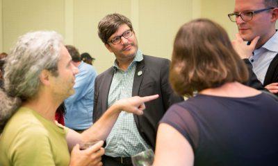 Auf dem Bild sind einige Abgeordnete und Senator Dirk Behrendt zu sehen.