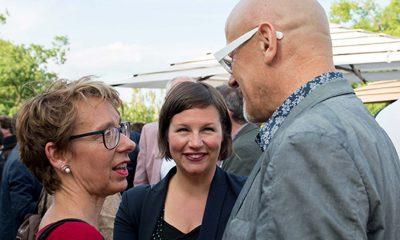 Auf dem Bild sind Antje Kapek und zwei andere Personen zu sehen.