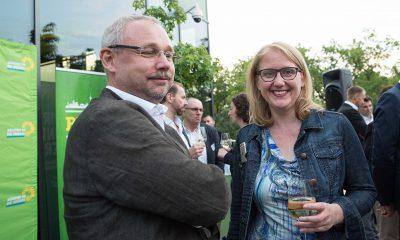 Auf dem Bild ist Olaf W. Reimann mit Lisa Paus zu sehen.