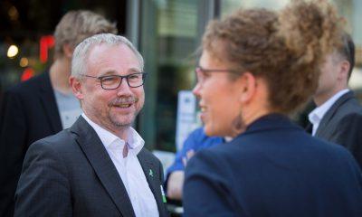 Auf dem Bild ist Olaf W. Reimann im Gespräch mit Claudia Fechner zu sehen.