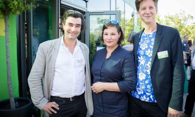 Auf dem Bild ist Antje Kapek mit Daniel Wesener und einem anderen Mann zu sehen.