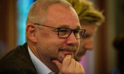 Im Bild ist Olaf W. Reimann zu sehen, der redet.