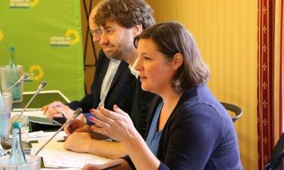 Auf dem Bild ist Antje Kapek zu sehen, die während der Sitzung redet.