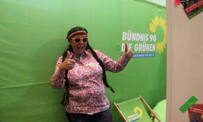 Auf dem Bild ist Anja Kofbinger, zu sehen, die sich als Rastafari verkleidet hat.
