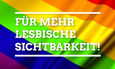 Eine sechsfarbige Regenbogenfahne trägt die Aufschrift: Für mehr lesbische Sichtbarkeit