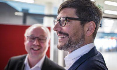 Auf dem Bild ist der Berliner Justizsenator zu sehen, der lacht.