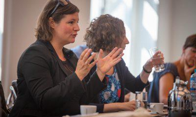 Auf dem Bild ist Antje Kapek zu sehen, die redet.