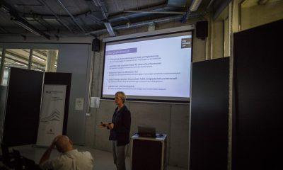 Frau Ziemer vom City Science Lab hält auf dem Bild einen Vortrag.