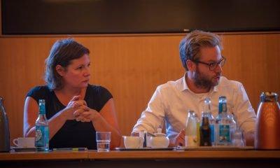 Auf dem Bild sind Antje Kapek und Anjes Tjarks zu sehen.