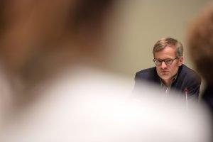 Auf dem Bild ist der Journalist Ulrich Kraetzer zu sehen, der sich intensiv mit dem Attentat auf dem Breitscheidplatz beschäftigt hat.