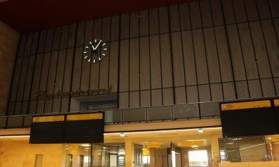 Es ist eine Halle im ehemaligen Flughafengelände in Tempelhof zu sehen