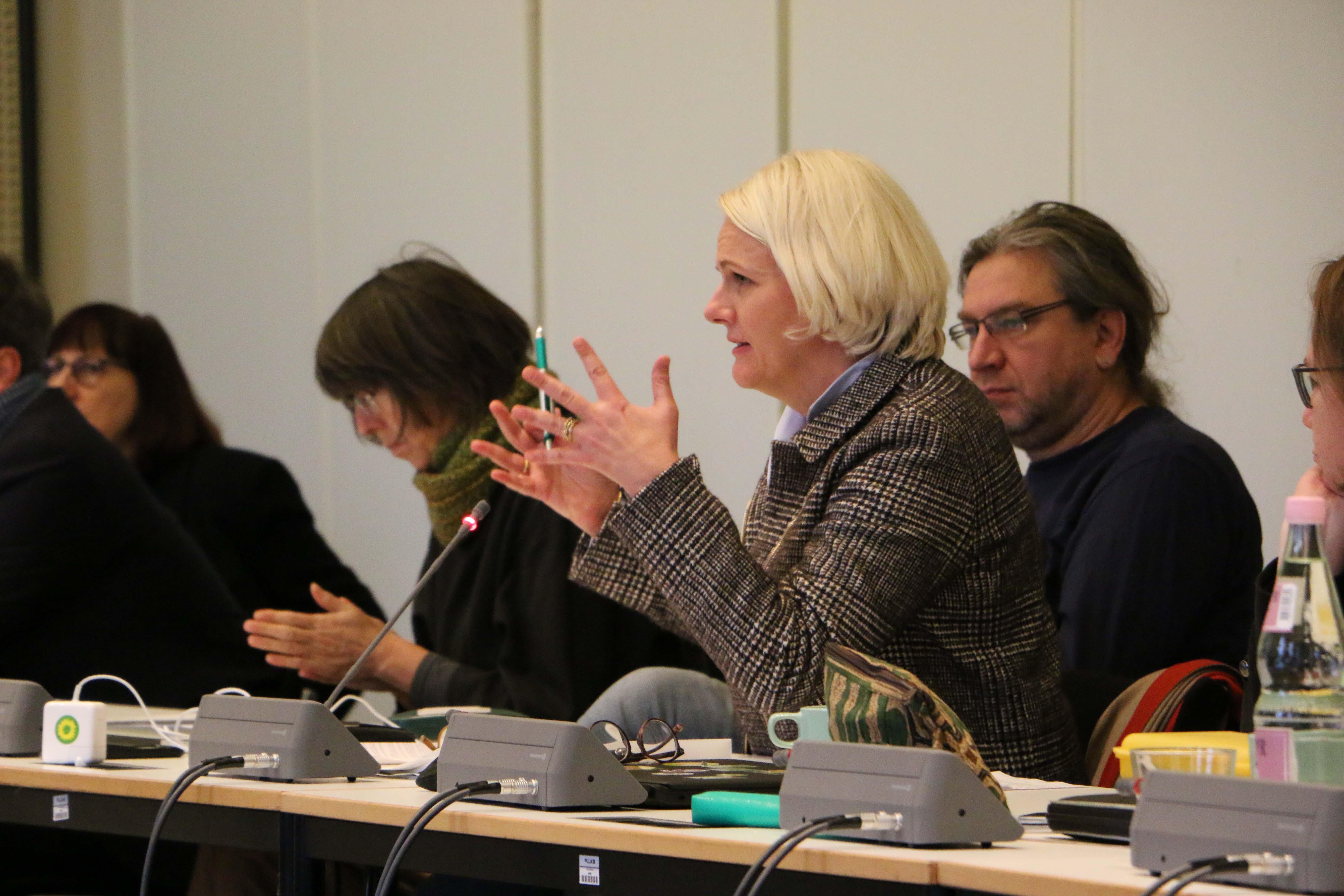 Regine Günther tauscht sich aus und stimmt sich gemeinsam mit der Fraktion auf das Jahr 2019 ein