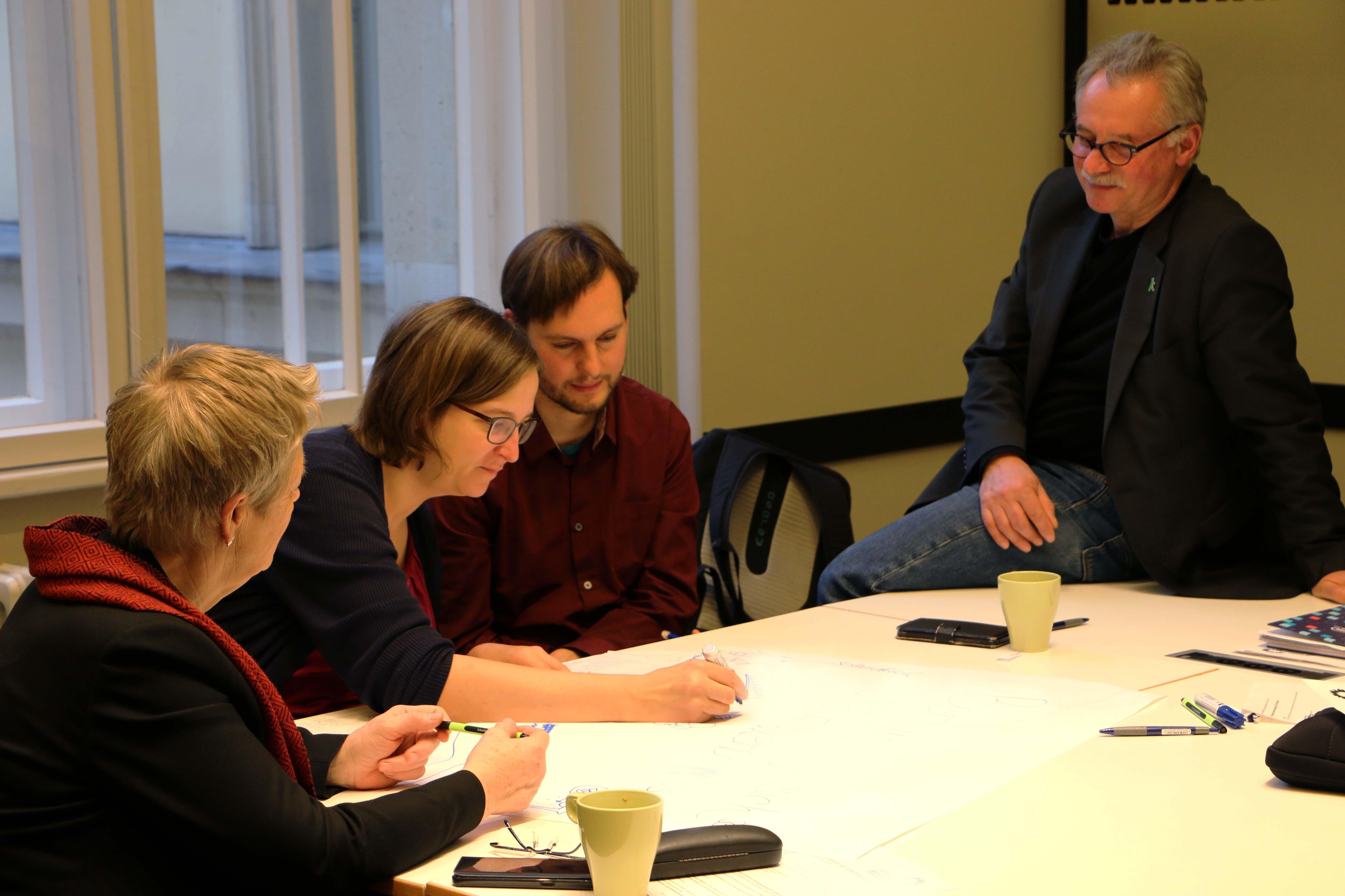 Sabine Banger, Silke Gebel, Stefan Ziller und Harald Moritz tauschen sich aus und stimmen sich gemeinsam mit der Fraktion auf das Jahr 2019 ein
