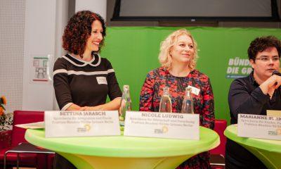 Bettina Jarasch, Nicole Ludwig und Marianne Burkert-Eulitz sprechen auf dem Fachtag zur Arbeitsmarktintegration von Geflüchteten