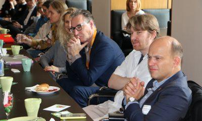 """Es sind Gäste des 2. Berlinale-Frühstücks über das Thema """"Paradigmenwechsel in der Medienlandschaft! Folgen und Entwicklungen für die Filmhauptstadt Berlin?"""" zu sehen"""
