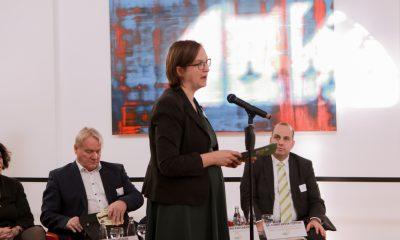Silke Gebel spricht auf dem Podium des Fachtages zur Arbeitsmarktintegration von Geflüchteten