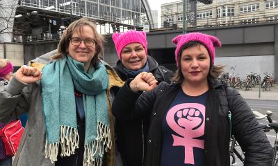Es sind Silke Gebel, Anja Kofbinger und Antje Kapek am Frauentag in Berlin zu sehen