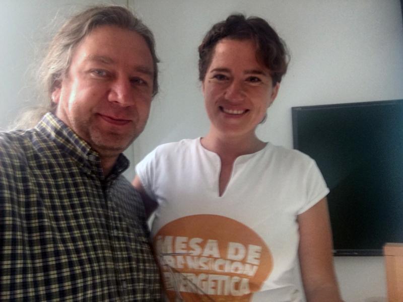Es ist Stefan Taschner zusammen mit einer Frau zu sehen, wie beide in die Kamera lächeln.