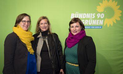 Antje Kapek und Silke Gebel begrüßen Gäste des Fraktionsfrühjahrsempfangs 2019 im Zentrum für Kunst und Urbanistik