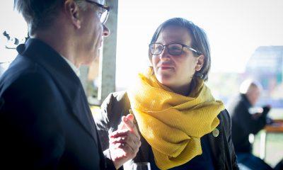 Silke Gebel unterhält sich auf dem Fraktionsfrühjahrsempfang 2019 im Zentrum für Kunst und Urbanistik mit Gästen