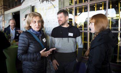 Canan Bayram unterhält sich auf dem Fraktionsfrühjahrsempfang 2019 im Zentrum für Kunst und Urbanistik mit Gästen