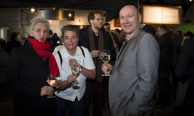 Monika Herrmann unterhält sich auf dem Fraktionsfrühjahrsempfang 2019 im Zentrum für Kunst und Urbanistik mit Gästen