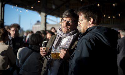 Dirk Behrend unterhält sich auf dem Fraktionsfrühjahrsempfang 2019 im Zentrum für Kunst und Urbanistik mit Gästen
