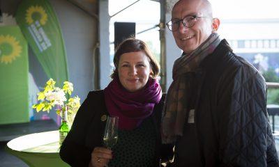 Antje Kapek unterhält sich auf dem Fraktionsfrühjahrsempfang 2019 im Zentrum für Kunst und Urbanistik mit Gästen