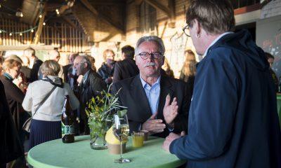 Harald Moritz unterhält sich auf dem Fraktionsfrühjahrsempfang 2019 im Zentrum für Kunst und Urbanistik mit Gästen