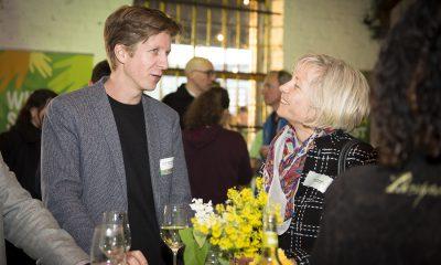 Daniel Wesener unterhält sich auf dem Fraktionsfrühjahrsempfang 2019 im Zentrum für Kunst und Urbanistik mit Gästen