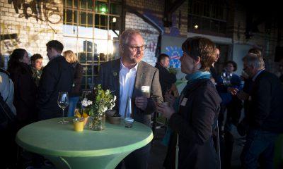 Olaf Reimann unterhält sich auf dem Fraktionsfrühjahrsempfang 2019 im Zentrum für Kunst und Urbanistik mit Gästen