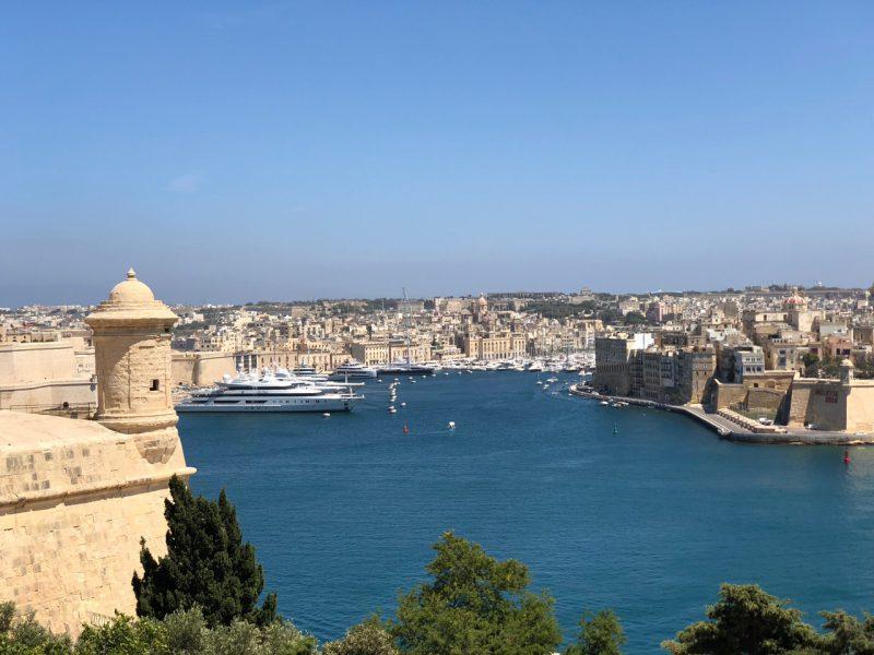 Malta ist das südlichste Land Europas. Zu sehen ist die Hauptstadt Valletta aus der Vogelperspektive.