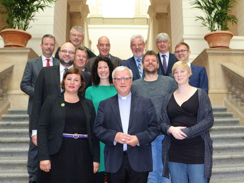 Ein Gruppenfoto des Spitzengesprächs mit den Berliner Grünen und der katholischen Kirche