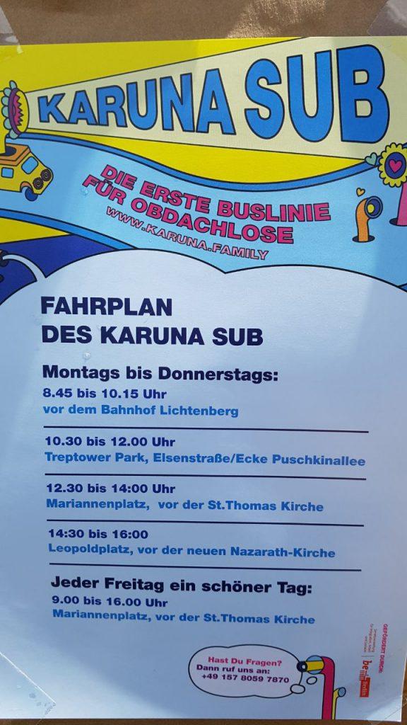 Es ist der Fahrplan des Karuna Busses zu sehen
