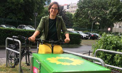 Unsere Fraktionsvorsitzende Silke Gebel sitzt auf unserem grünen Lasten-Dienstrad.