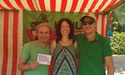 Es sind Turgut Altug und Bettina Jarasch beim Grünen Stand auf dem Umweltfestival 2019 zu sehen