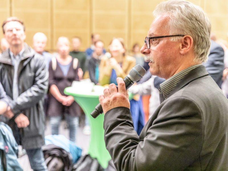 Harald Moritz spricht beim Grünen Herbstempfang im Berliner Abgeordnetenhaus