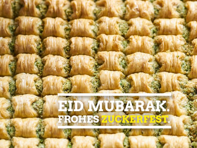 Baklava mit Schriftzug Eid Mubarak.